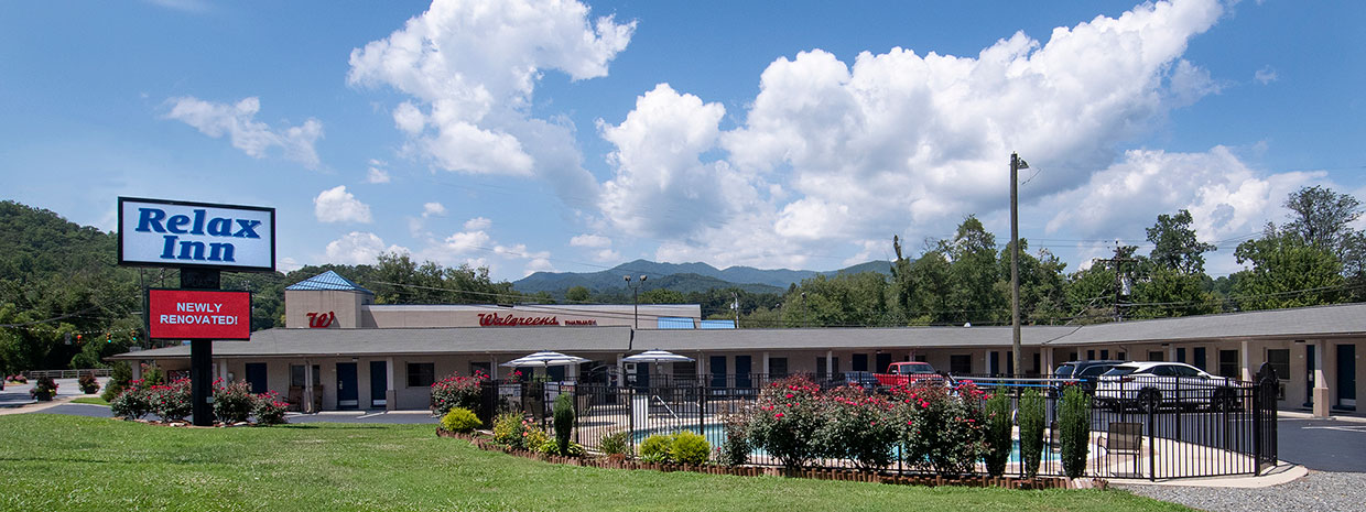 Motel with pool, Great SMoky Mountains in background
